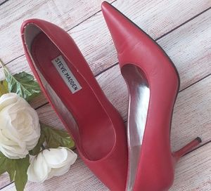 Steeve Madden Red pump Shoe